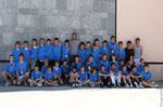 Xala pose avec un groupe de jeunes pelotaris lors d'un tournoi inter-collèges.